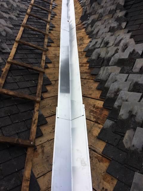 Réparation de la noue de la toiture : pendant travaux